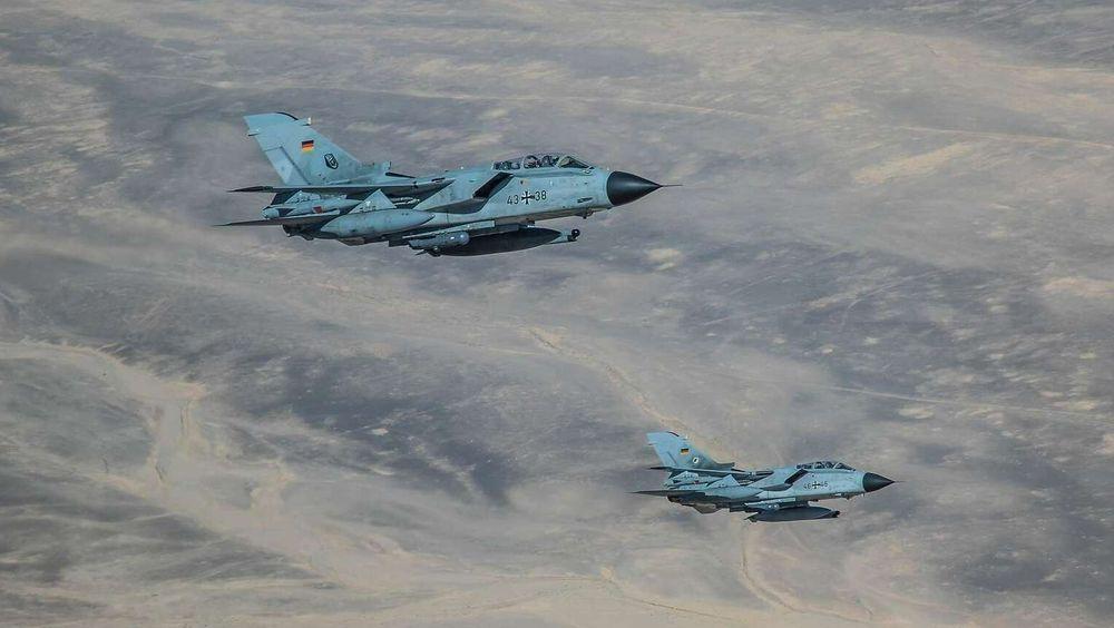 To tyske Tornadoer i formasjon over Syria/Irak i forbindelse med angrep mot IS-styrker.