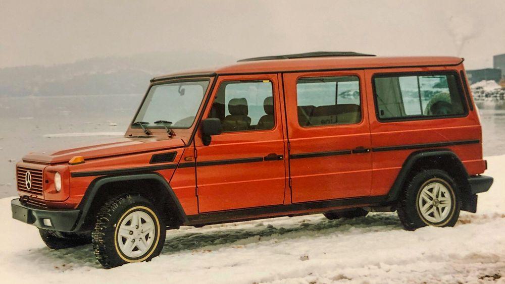 """Kreativt: Mercedes Geländewagen var i mange år utsatt for kreative løsninger og ombygginger. Denne forlengete versjoner fikk plass til 11 seter og var """"ekte"""" buss."""