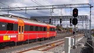 Den tyske eksperten som skulle fikse de norske togproblemene var koronafast – slik løste de det