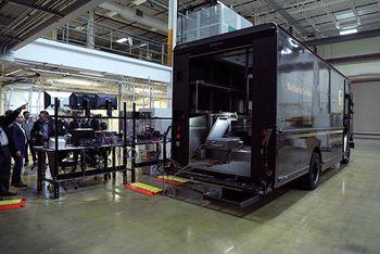 Teknologien er demonstrert med en transportbil fra UPS.