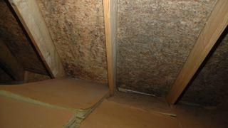Dampsperrer smuldrer opp og har hull: Kan føre til fuktproblemer i nyere bygg