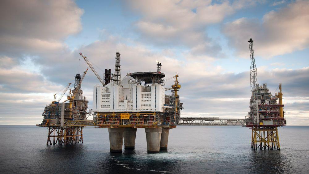 Stortinget skal vedta nye grenser for oljeutvinning i Arktis. Her fra Oseberg-feltet i Nordsjøen.