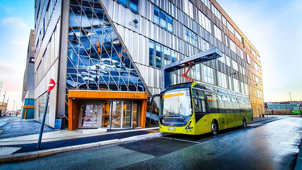 En av de store utfordringene har vært å få ladet bussene nok på den tiden de har til rådighet mellom de ulike bussrutene.