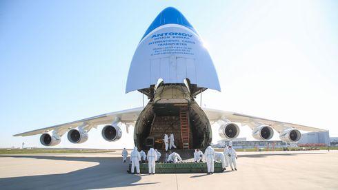 Etter halvannet år på bakken er gigantflyet An-225 satt inn for å bidra i koronakrisa