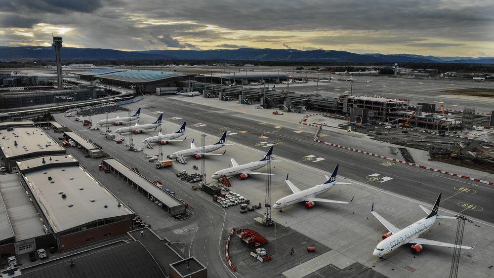 Dronebilder fra OSL Oslo Lufthavn Gardermoen under koronakrisen.