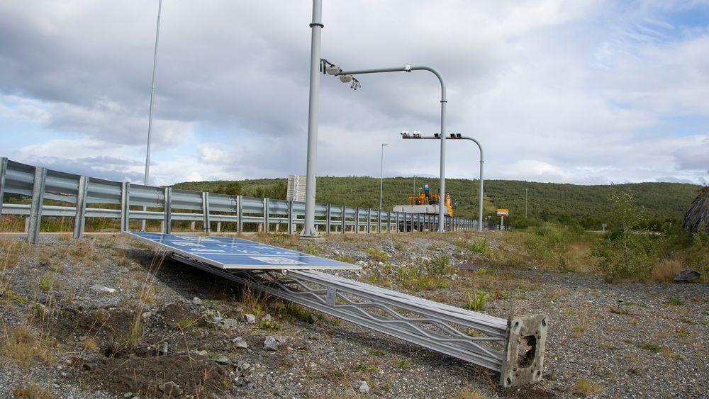 I et år har bompengetaksten på sideveiene til E16 Kongsvinger vært halvparten av det de har vært på Europaveien.
