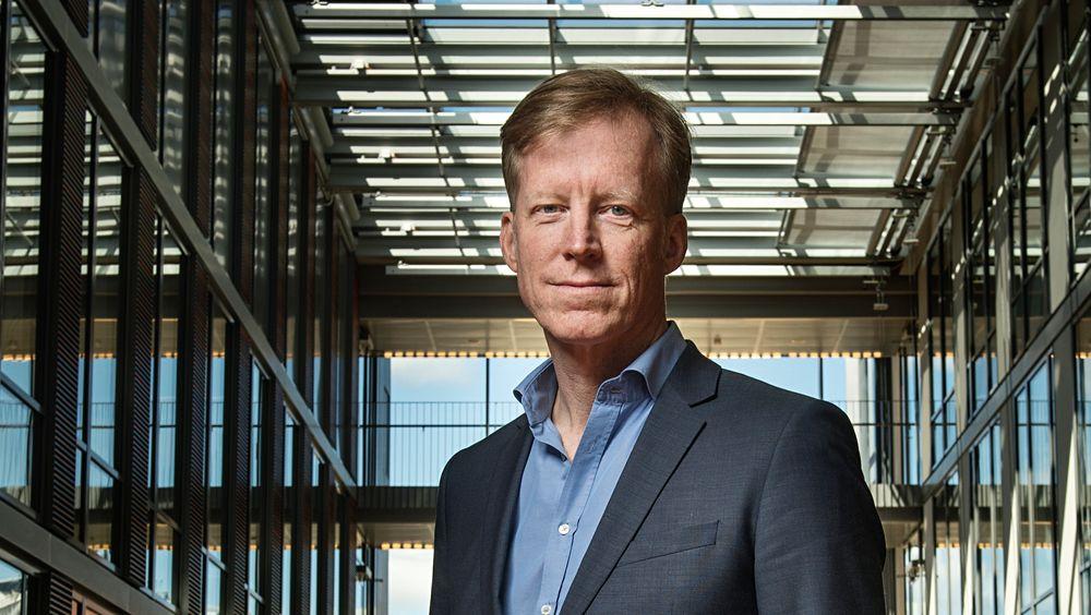 Oslo Met-rektor Curt Rice vil ha kvinnene tilbake på jobb først.