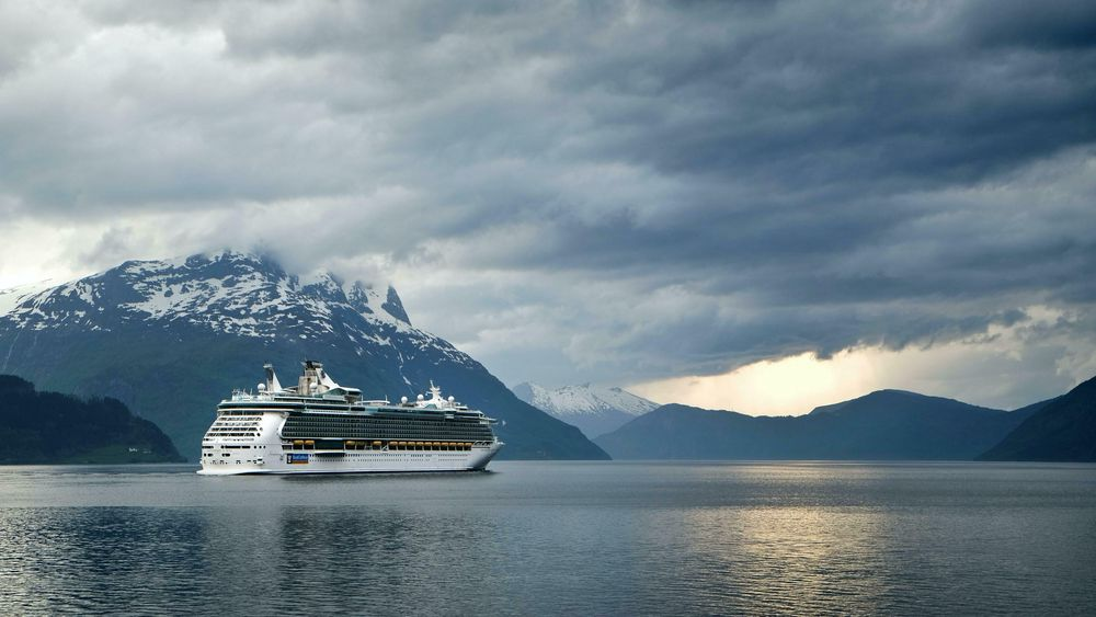 Et nullutslippskrav i verdensarvfjordene i 2026 vil mest sannsynligvis føre til at de største og mest forurensende skipene reiser til andre fjorder eller land, skriver innsender. Illustrasjonsfoto fra Nordfjord.