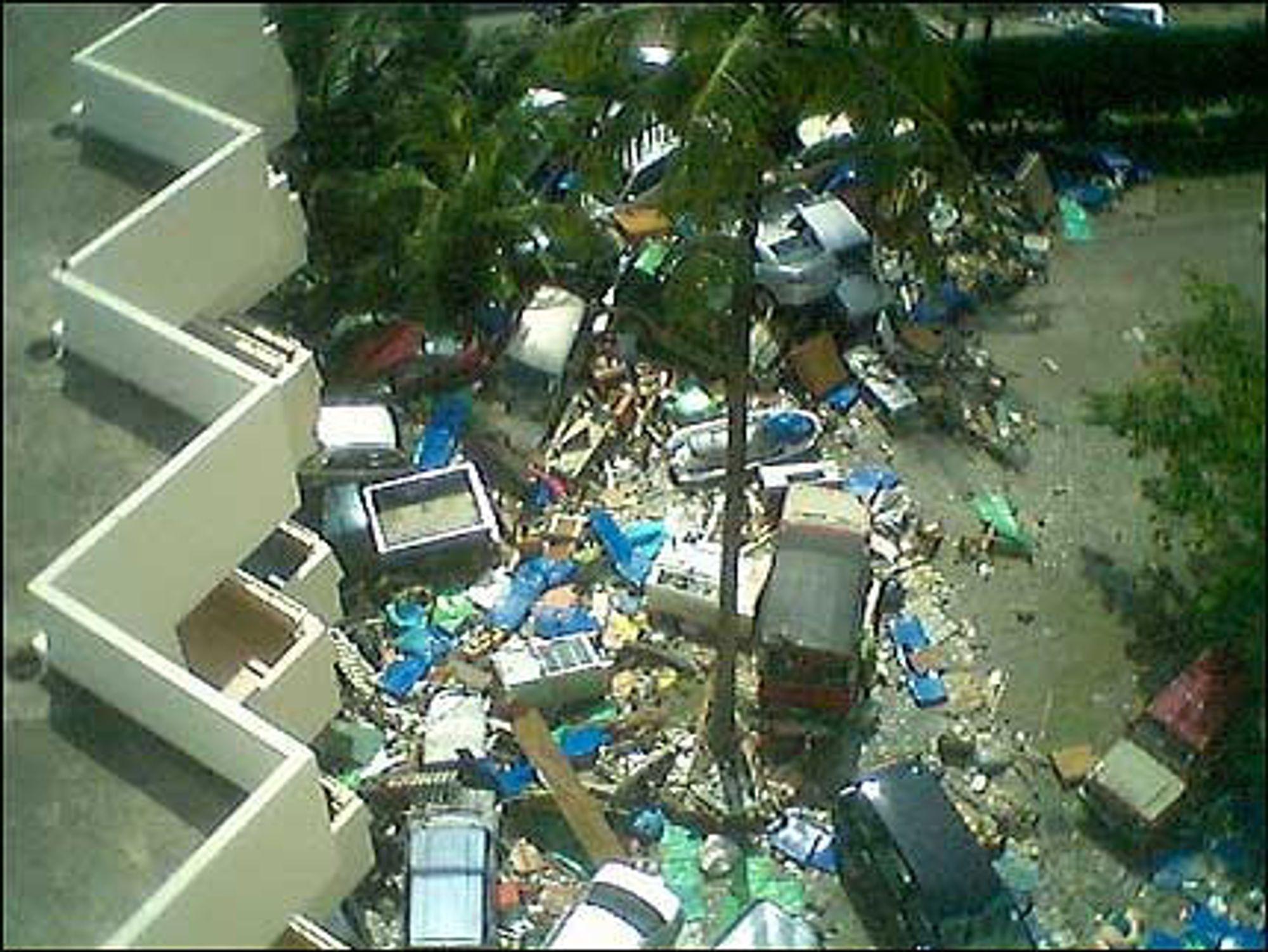 (Dette bildet av Tsunamikatastrofen lå på VG Nett tre kvarter før nyhetsbyråene fikk summet seg)