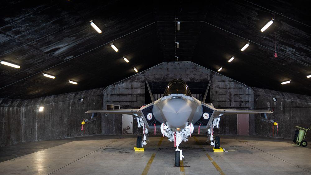 Norsk F-35A i et shelter på Keflavik.