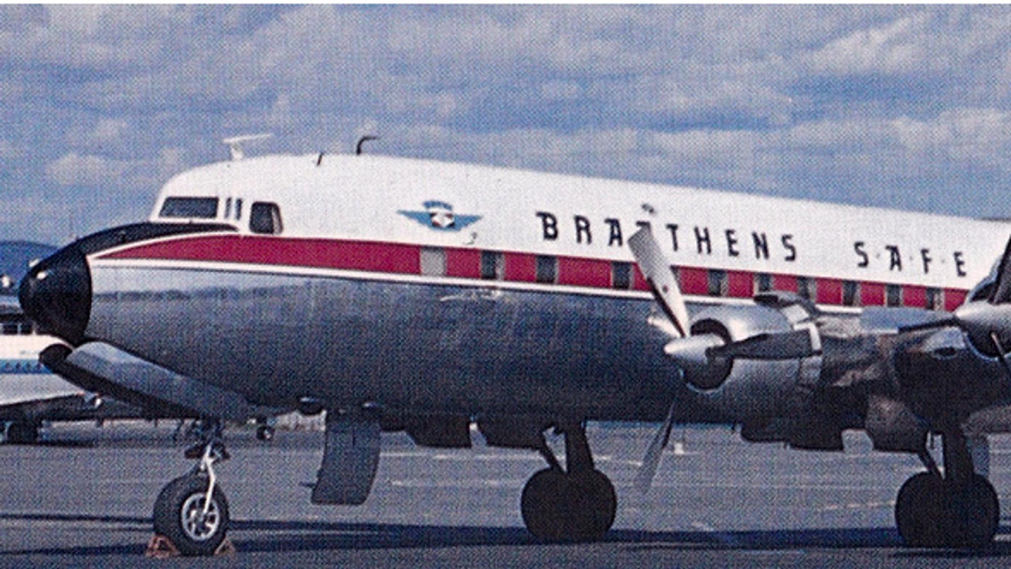 DC-6B fra Braathens SAFE. Det er dette fargeskjemaet det skal lakkeres om til.