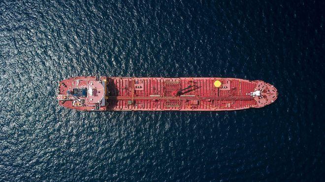 Vel 90 prosent av den globale handelen, inkludert kritiske varer som mat og medisiner, transporteres via sjøveien, påpeker innsenderne