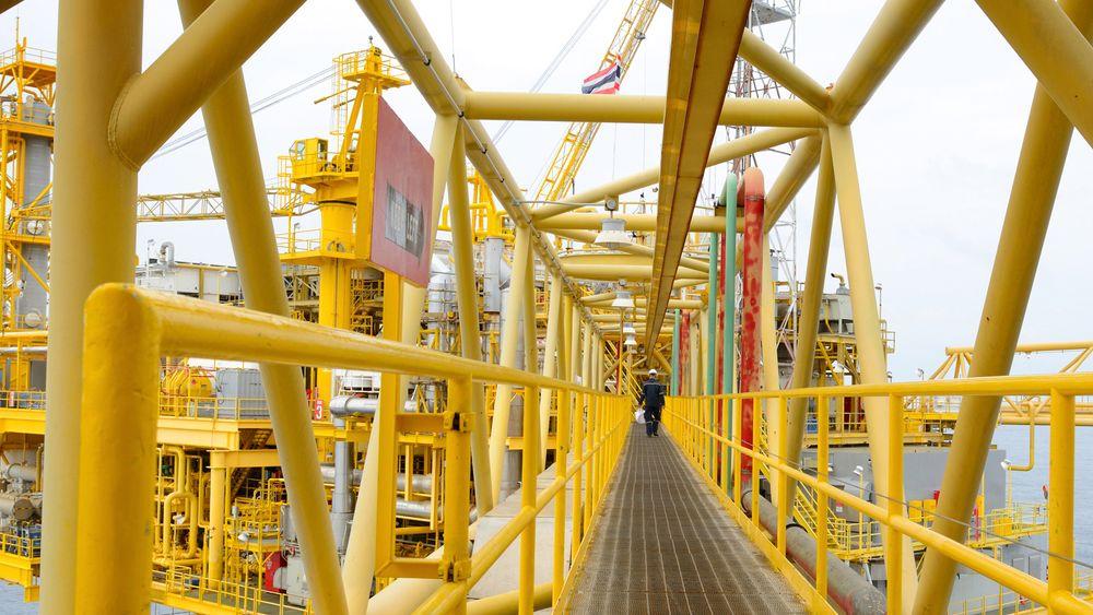 Færre jobber i oljebransjen må føre til raskere grønn omstilling, mener både Tekna og Naturvernforbundet.