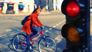 Koronaepidemien gjør at storbyer satser stort på sykkelfelt og færre biler