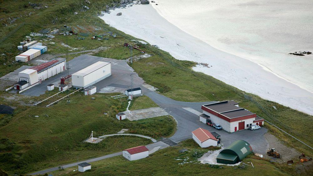 Andøya Space Center sett fra fjellet Andhue på Andøya.