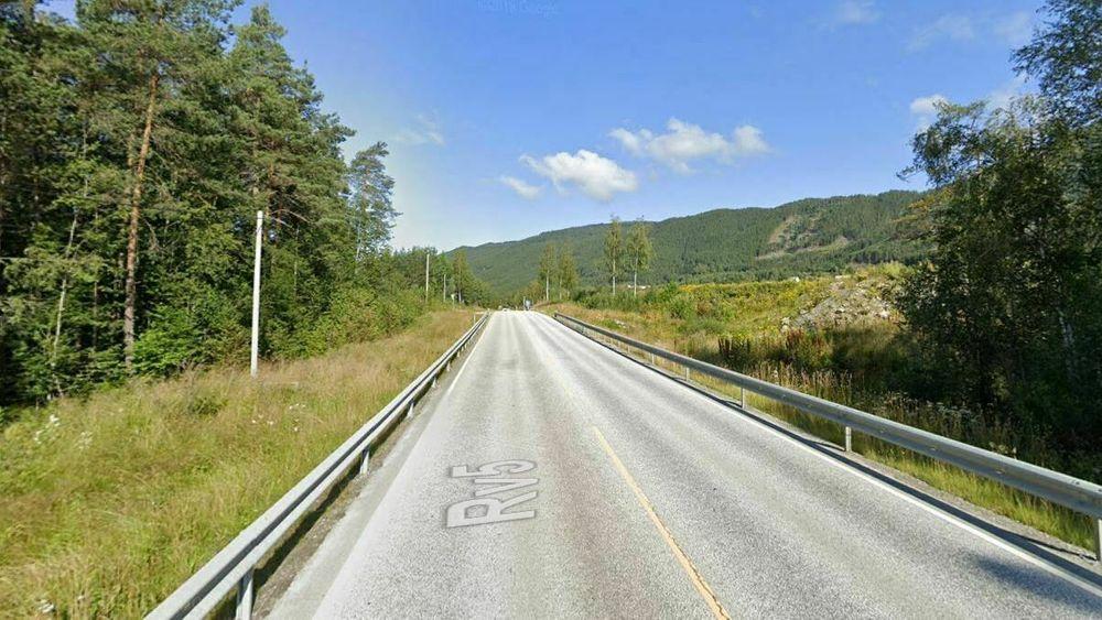 Riksvei 5 skal utvides i bredden mellom Kaupanger og Sogndal