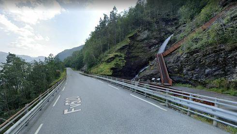 Her kan det være nesten umulig å se veien. Løsningen er automatiske ledelys