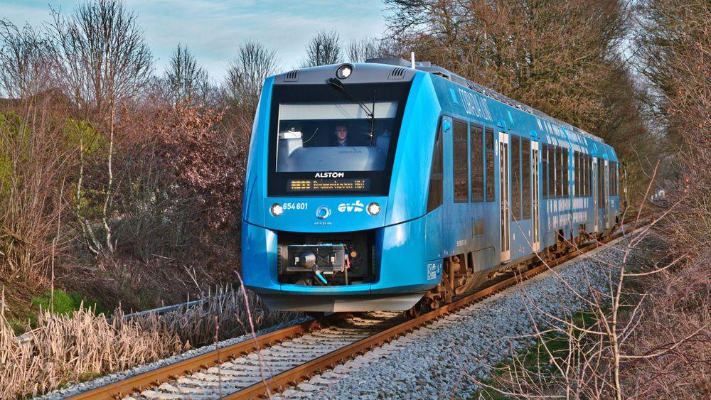 Et hydrogendrevet Coradia I-lint-tog i prøvedrift.