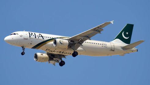 Motorene på PIA-flyet etterlot flere skrapemerker på rullebanen etter første landingsforsøk