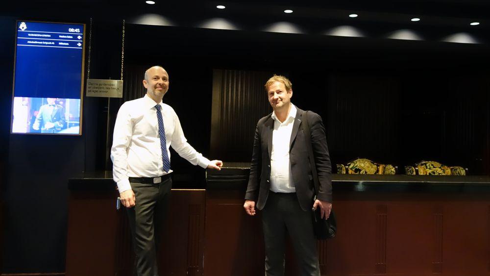 Gründer og oppfinner Torfinn Borsheim (t.h.) før han skal i retten. Her sammen med advokat Halvor Manshaus.