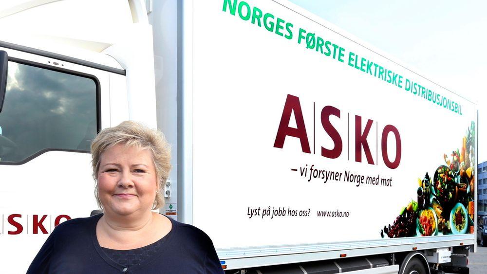 Når regjeringen Solberg nå skal igangsette økonomien, har de også en historisk mulighet til å omstille den. En elektrifisering av norsk transport og industri vil kreve at vi øker den norske, fornybare kraftproduksjonen med 40 TWh, skriver artikkelforfatteren. Bildet er fra 2016, da Asko tok i bruk en elektrisk lastebil i Oslo.