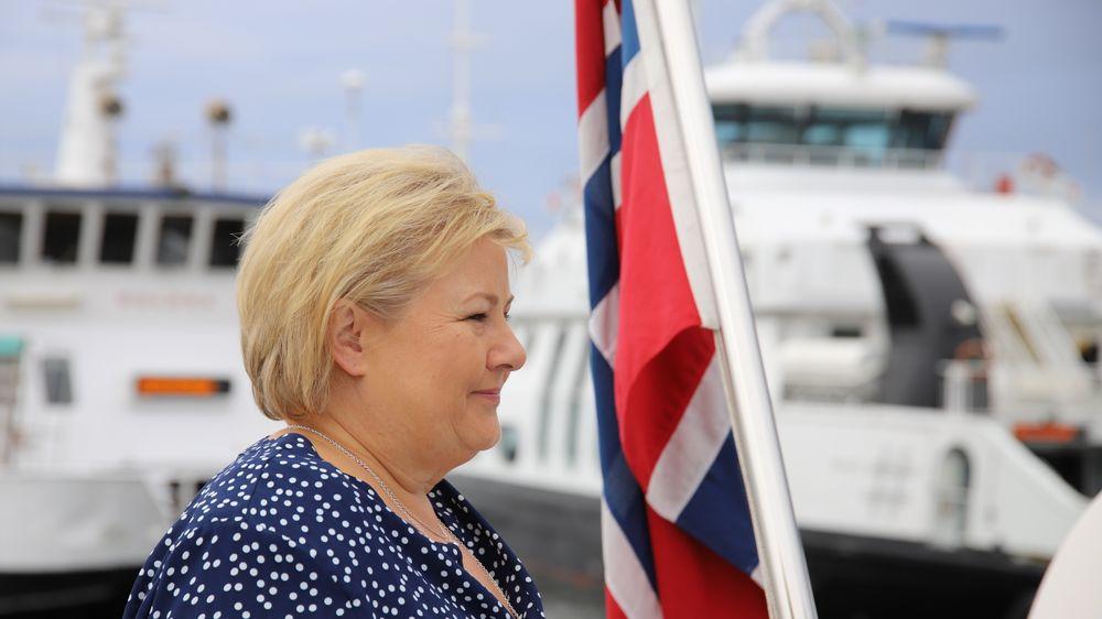 Statsminister Erna Solberg får krass kritikk for tiltakspakken som ble lagt fram fredag.