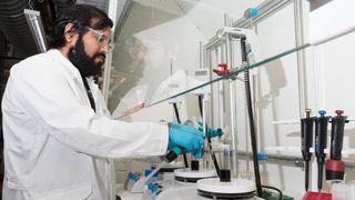 Lagde 100 enheter i forskningslab – fikk bestilling på 5,2 millioner testsett for koronavirus