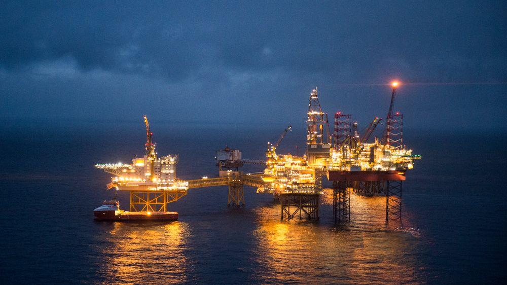Selv etter 50 års drift er det liv i Ekofisk-feltet i Nordsjøen. Men de neste årene må vi utvikle andre industrier for å etablere inntekter for Norge etter olljen. Da trenger vi dyktige ingeniører som velger å jobbe med fornybar energi, framfor den tradisjonelt trygge arbeidsplassen i oljå, skriver artikkelforfatteren.
