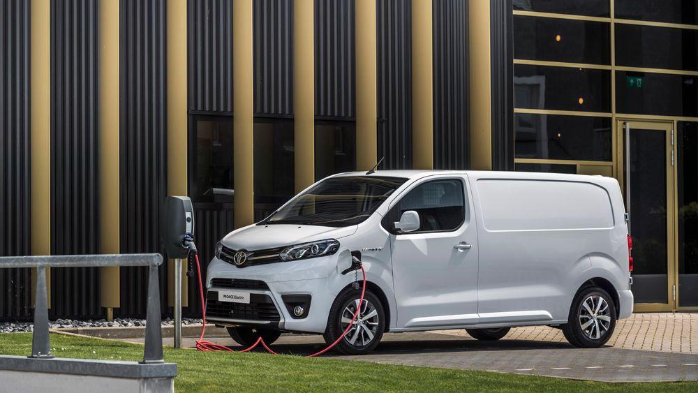 Toyota Proace kommer som varebil i år, og som personbil neste år.