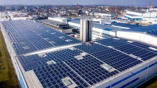 Private anlegg driver veksten: Nå kommer 10 prosent av strømmen i Tyskland fra solenergi.Her hjemme kuttes støtten