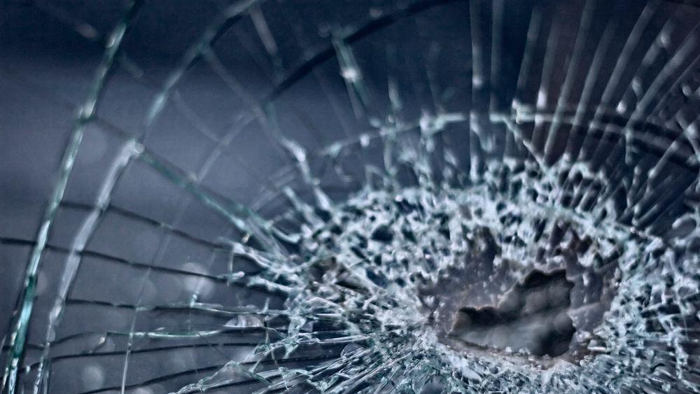 Det er utviklet spesialvinduer for Regjeringskvartalet som skal tåle både bilbomber og skarpe skudd.