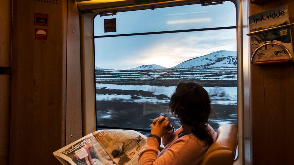 Utsikten fra togvinduet på Dovrefjell vil være den samme, men når SJ tar over ruta mellom Oslo og Trondheim mandag, vil togpersonalet få nye uniformer, og menyen i kafévogna vil bli en annen. På sikt håper SJ også å øke kapasiteten på nattoget.