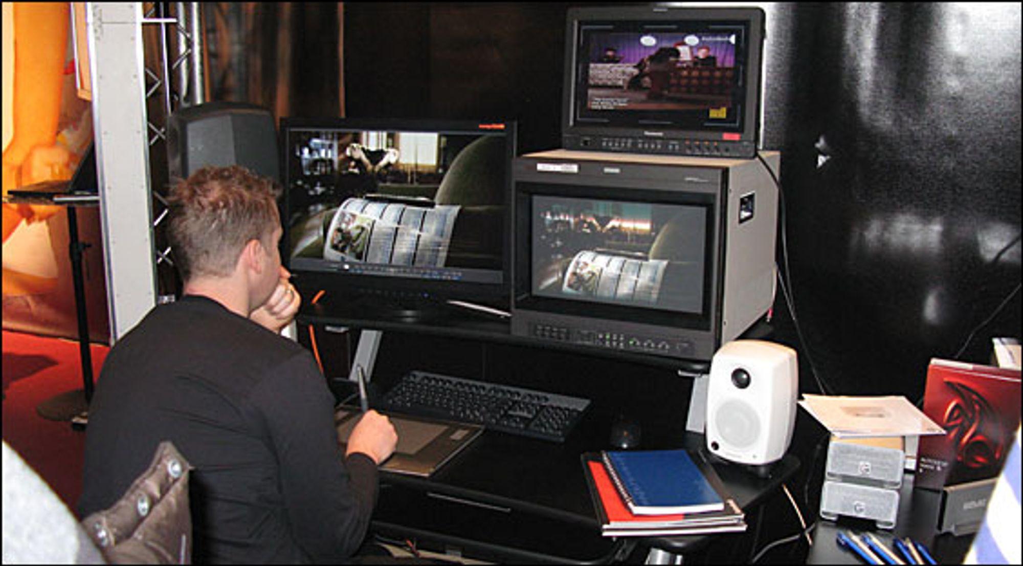 Denne karen hadde som jobb å vise fram sine kunster i et etterarbeidingsprogram, angivelig noe fra Autodesk. Kvaliteten på det han lagde var rett og slett imponerende. Vi har alle hørt om fantastiske historier om teknologien bak Matrix-filmene, her kunne du se det live. Merk at han ikke bruker mus.