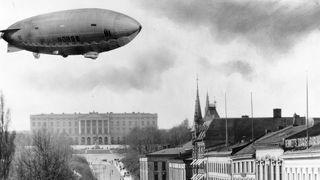 Luftskipet Norge 1 over Karl Johan, Oslo. 1926.