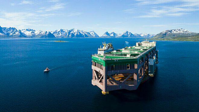 Nå er den unike havfarmen endelig på plass – bruker tre dager på å losse