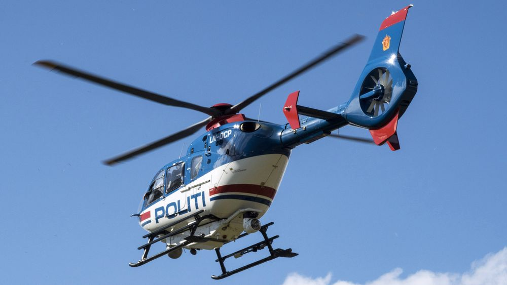Politihelikopteret LN-OCP på en flygning i 2015. Søndag forlot det Gardermoen for siste gang og fløy til Bodø og Norsk luftfartsmuseum.