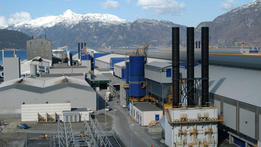 Hydro må ut med langt mer i nettleie når Statnett nå reduserer nettleierabatten for de aller største kundene. Bildet viser Hydro Aluminium Sunndal.