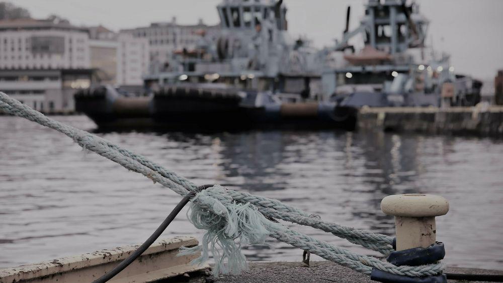 Redningspakker for maritim industri etter koronaen treffer ikke helt, mener næringen selv. I Bergen ligger mange offshoreskip fortøyd og venter på oppdrag.