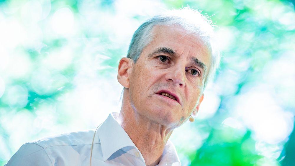 Arbeiderpartiets leder Jonas Gahr Støre ber regjeringen om å forlenge permitteringsperioden ut året for å unngå å sette norske jobber i fare.