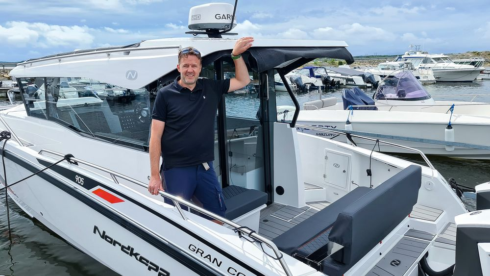 Fornøyd: Salgssjef Chriss Kingsrød ved Stokken Båt & Motor på Hvaler har all grunn til å være fornøyd med årets koronapåvirkede båtsalg.