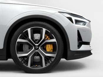 Polestar 2 kan leveres med større bremser og justerbare dempere.