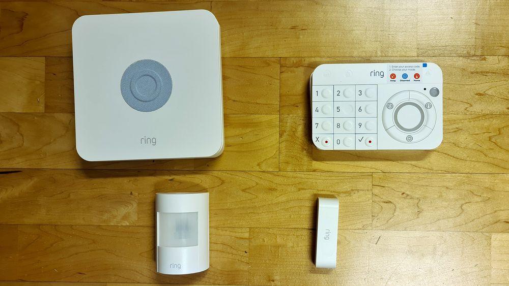 Billig alarm: Ved å unngå abonnementer til alarmstasjoner kan Ring tilby en rimelig alarmløsning med en mobil- og wifi-tilkoblet basestasjon, et kontrollpanel, en bevegelsessensor og en sensor som sier fra når en dør eller et vindu åpnes. De som trenger mer, og det er nok de fleste kan kjøpe sensorer enkeltvis.
