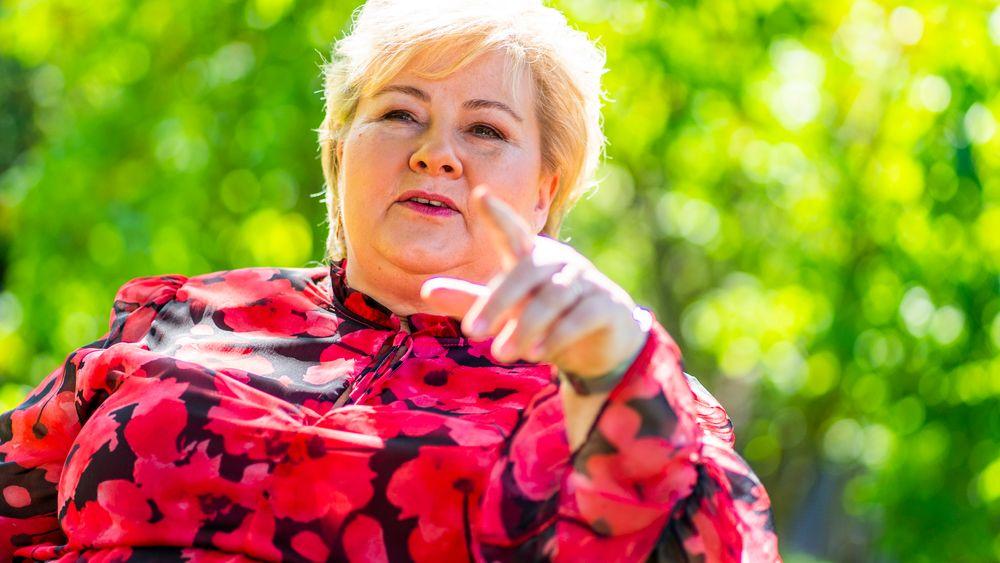 – Vi har avklart at vi kommer til å utvide tiden for permittering hvis arbeidsmarkedssituasjonen fortsetter å være som i dag, sier Erna Solberg.
