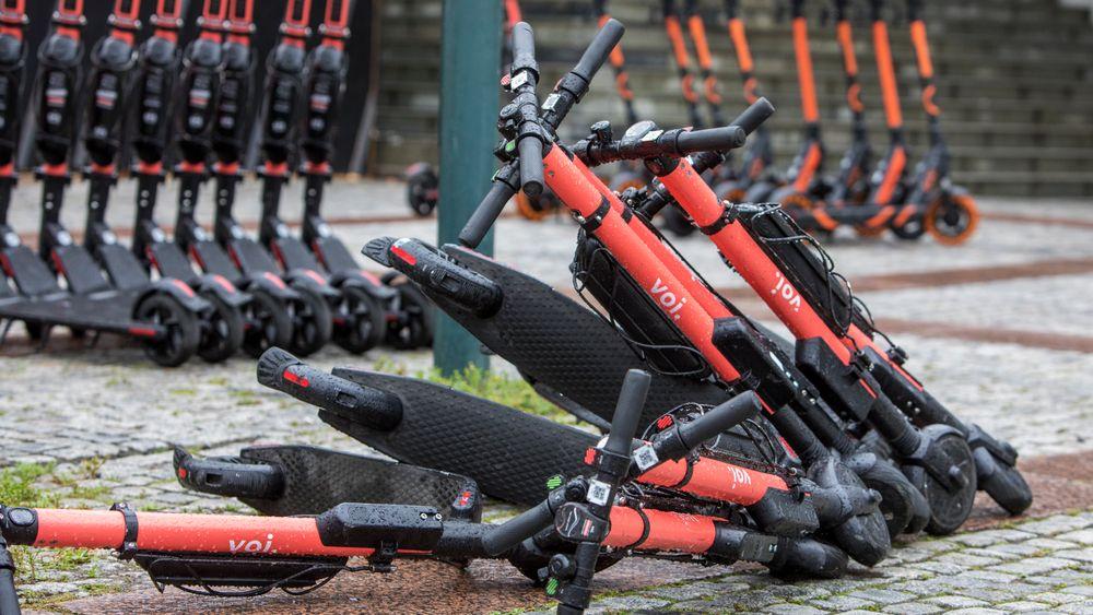 Sjefen for elsparkesykkeloperatøren Voi vil ha mer regulering av næringen.