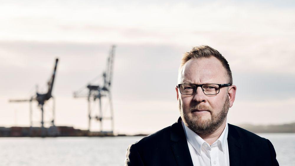 Den norske stat har investert over 600 millioner til landstrømsanlegg langs kysten og bør forsterke insentiver i regional- og transmisjonsnettet til havnene, skriver styreleder Even Borvik i Larvik Havn.