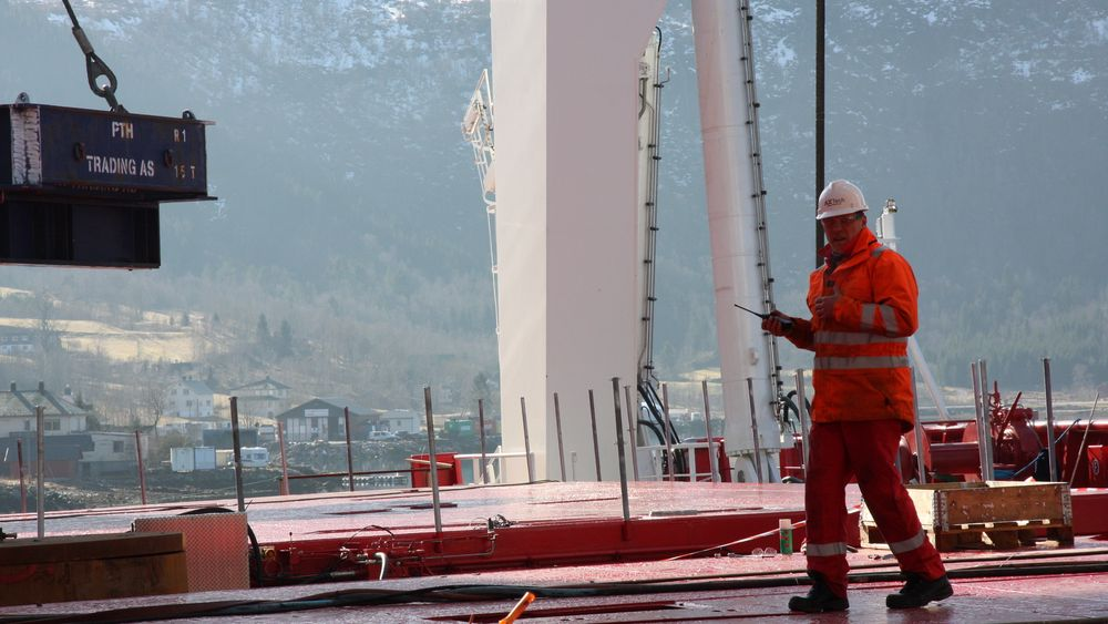 Testing av tungt utstyr er effektkrevende, men pågår bare i korte perioder. Likevel kan det slå hardt ut på nettleia. Illustrasjonsbilde fra testing av A-kran med løftekapasitet på 250 tonn fra STX Euorope Langsten.