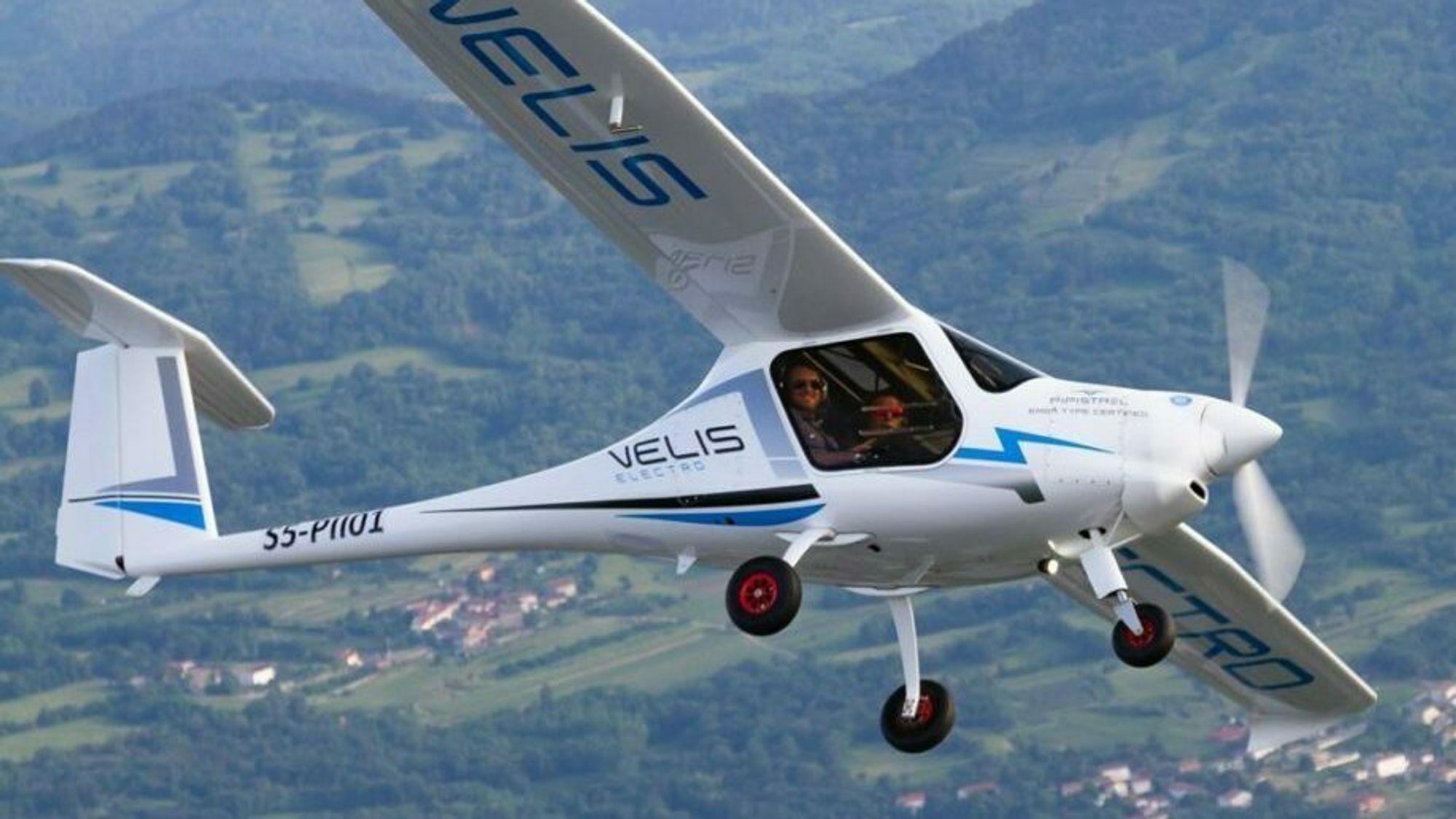 Det er et slikt Pipistrel Velis Electro som Avinor og NLF nå har bestilt og får levert om ti måneder.
