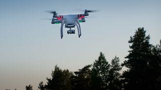 Autonome droner skal finne slitasje på Europas jernbaner og broer