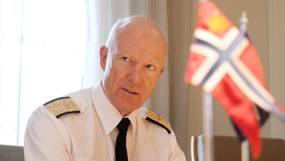 Forsvarssjef Admiral Haakon Bruun-Hanssen har gjort vanlige nybegynnerfeil selv.