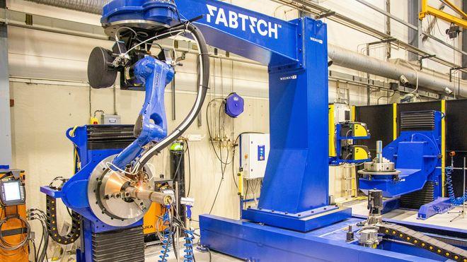 Roboten kan sveise i alle retninger, enden ved å rotere stykket selv, eller ved å bevege seg rundt det som skal sveises.